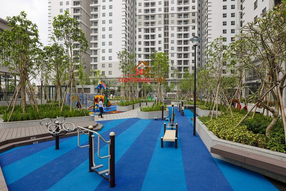 Khuông viên cây xanh rất rộng lớn tại Saigon South